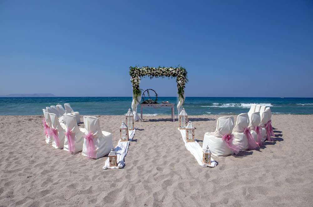 Perfect Location For Simply Stunning Photographs And Only A 5 Minutes Stroll To Beach Front Taverna Complete The Wedding